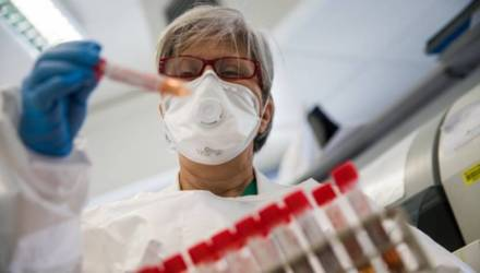 Ученые определили, что помогает коронавирусу быстро заражать клетки