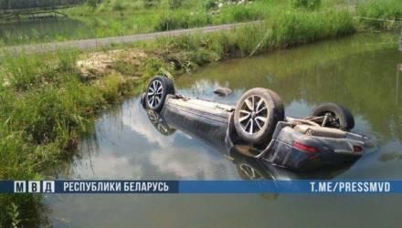 «Зачем-то они поехали вокруг озера». Владелец агроусадьбы — об утонувшем авто под Бобруйском, где нашли четыре тела