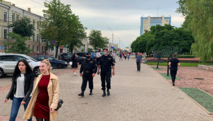 «Цепь солидарности», ОМОН, задержания. Как в Могилеве в последний день собирали подписи за кандидатов