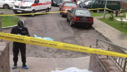 В Минске мужчина выбросил из окна на 10-м этаже маленькую дочь и собаку, а затем выпрыгнул сам