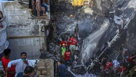 Пилоты разбившегося в Пакистане самолета увлеклись беседой о COVID-19 (видео)