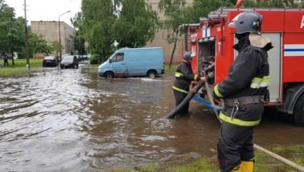 Проблемы еще масштабнее: от ливня в Могилевской области пострадали школа, поликлиника, машины