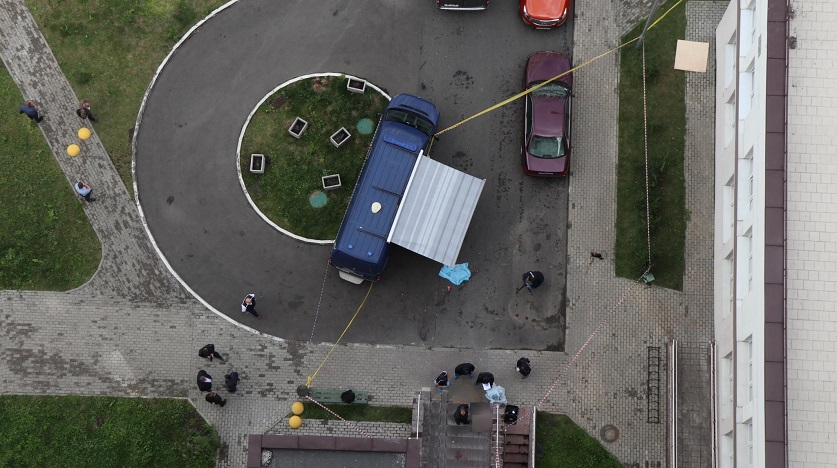 Поджег вещи бывшей в ванной комнате, а затем с дочкой и собакой направился на общий балкон: подробности трагедии в Минске