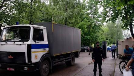 Задержанных на акциях солидарности журналиста и трех горожан в Бобруйске и Могилеве отправили на сутки