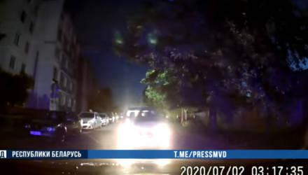 Скорость — 120 км/ч и лобовое столкновение с милицейским авто: видео погони за Subaru в Бобруйске