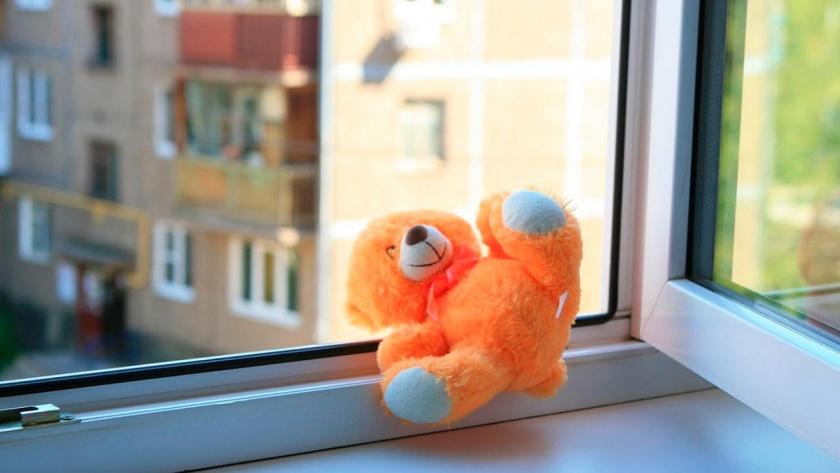 В Бобруйске из окна выпал двухлетний ребенок