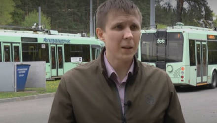 Водителя троллейбуса в Могилеве уволили из-за аллергии на дезинфицирующее средство. Он обратился в суд