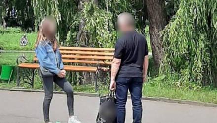 """""""Имею право развлекаться"""". В Украине задержали эксгибициониста, снимавшего трусы перед девушками в парке"""