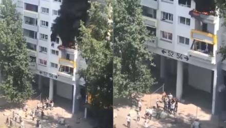 Очевидцы засняли, как толпа поймала детей, которые выпрыгнули из горящего дома с высоты 12 метров