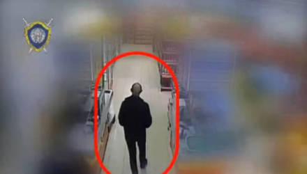 Могилевчанин устроил шопинг с украденной банковской картой и попал на видео. Может, вы его знаете?