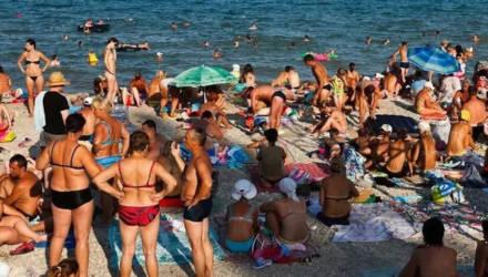 """""""Это не отдых, а кошмар"""": столпотворение на пляже в Адлере шокировало Сеть (видео)"""